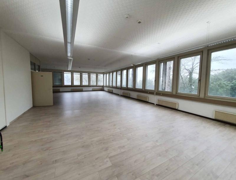 À louer : Surface Commerciale Atelier Corcelles - Ref : 23574 | Naef Immobilier