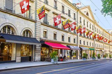 Rue carraterie Genève drapeaux suisse